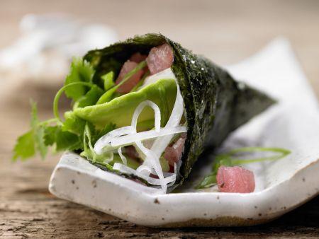 Thunfisch-Tatar in Sushi-Tüten