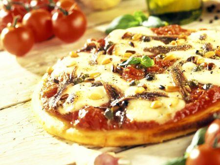 Tomaten-Pizza mit Mozzarella