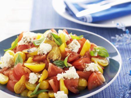 Tomatensalat mit Schafskäse und Basilikum