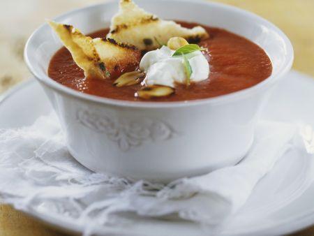 tomatensuppe mit schmand und r stbrot rezept eat smarter. Black Bedroom Furniture Sets. Home Design Ideas