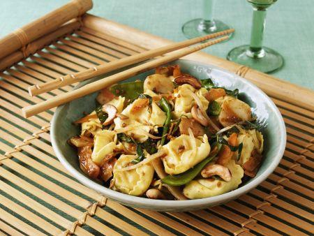 Tortellini mit Asia-Gemüse und Cashews