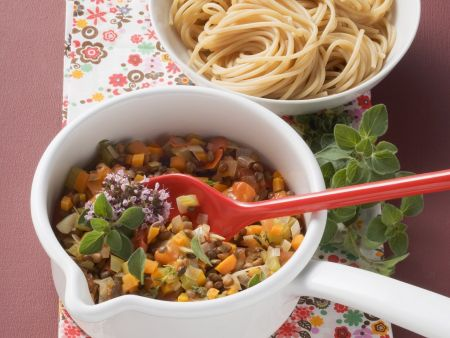 Nudeln mit Gemüse-Bolognese