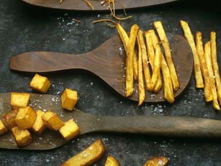 Verschiedene frittierte Kartoffelspeisen