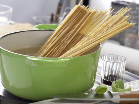 Vollkorn-Spaghetti mit Kürbissauce: Zubereitungsschritt 4