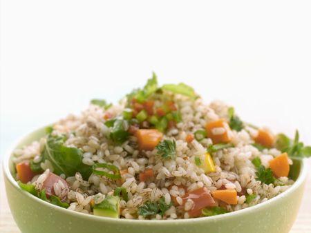 Vollkornreis-Salat mit Gemüse