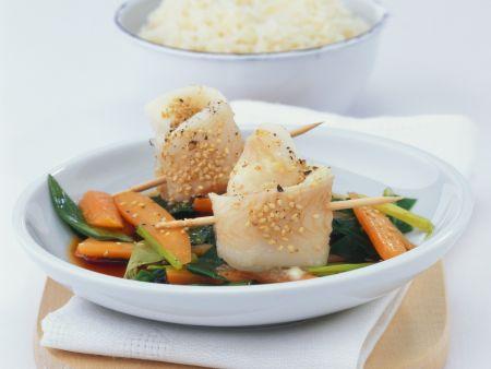 Wasabi-Fisch-Rouladen auf Gemüse