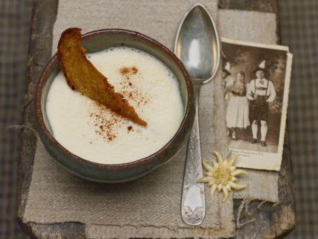 Weinsuppe mit Röstbrot