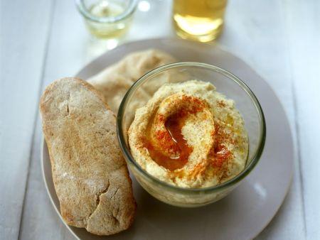 Weißbrot mit Hummus