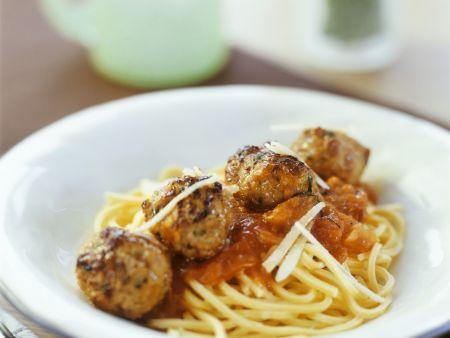 Wildschwein-Hackbällchen mit Pasta und Tomatensoße