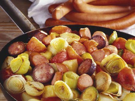 Würstchen-Lauch-Pfanne mit Kartoffeln