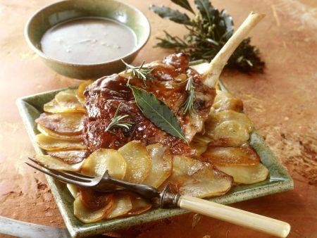 Würzige Lammkeule mit Kräutern und Kartoffeln