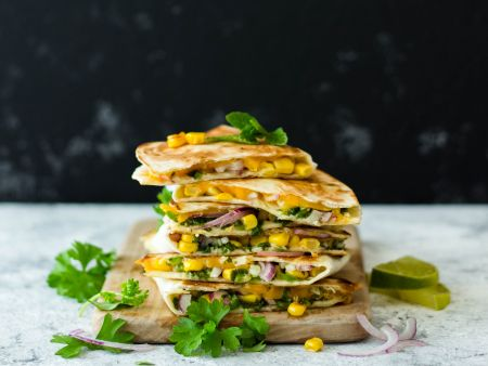 Würzige Quesadillas mit Salsa verde
