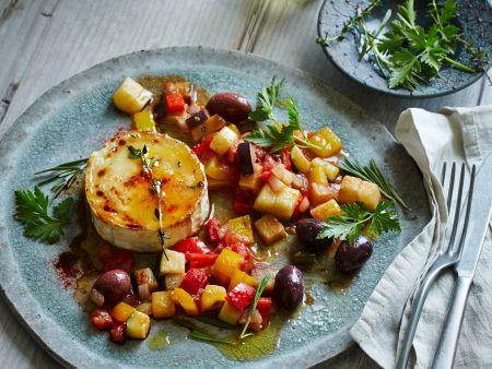 Ziegenkäse-Brûlée mit Ratatouille und Oliven