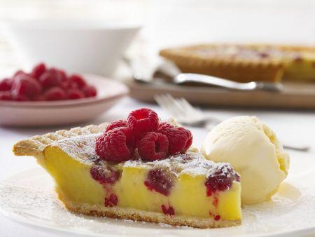 Zitronen-Himbeer-Kuchen mit Eis