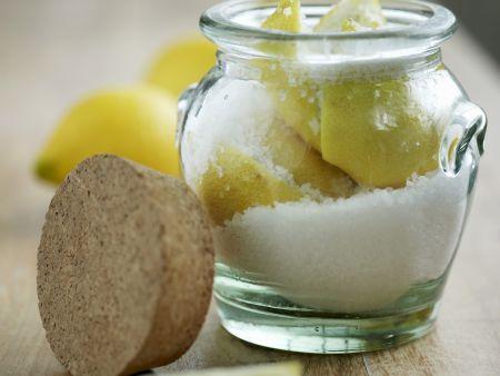 Zitronen in Salz eingelegt