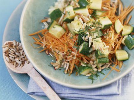 Rezept: Zucchini-Karotten-Rohkost mit Apfel und Sonnenblumenkerne