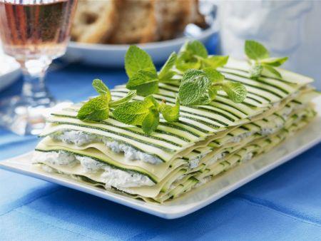 Zucchini-Lasagne mit Frischkäse, Kräutern und Minze