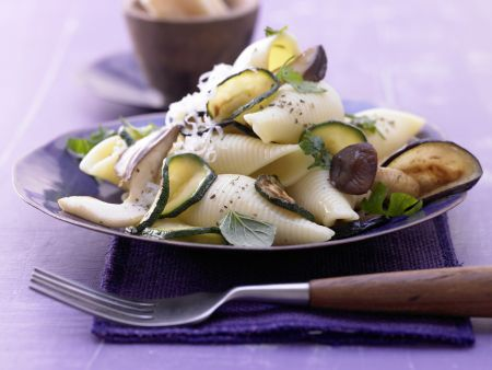 zucchini pilz pasta rezept eat smarter. Black Bedroom Furniture Sets. Home Design Ideas