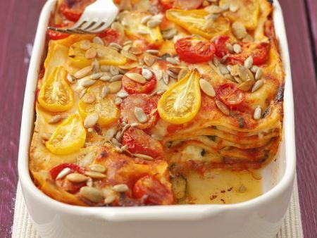 Zucchini-Tomaten-Lasagne mit Sonnenblumenkernen