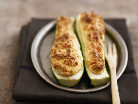 Zucchinischiffchen mit Käsesoufflee-Füllung