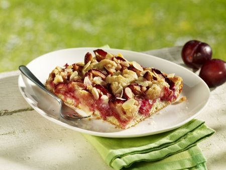Zwetschgenkuchen mit Mandelblättchen