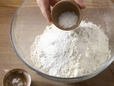 Zwiebelkuchen mit Thymian: Zubereitungsschritt 4