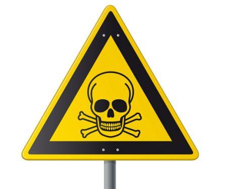 Warnschild mit einem Totenkopf