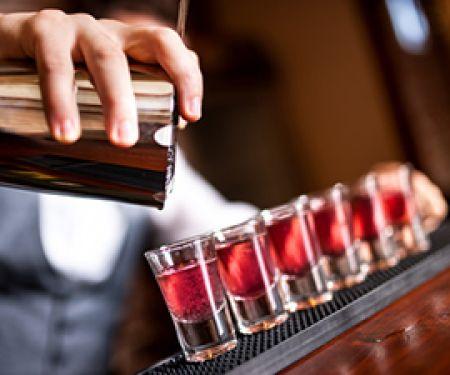 Alkohol kann süchtig machen. © Hoda Bogdan