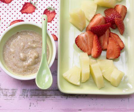 Ananas-Erdbeer-Teller mit Nuss-Dip