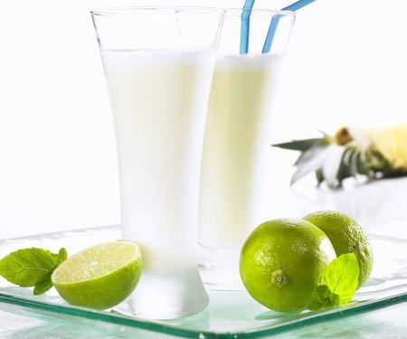 Ananas-Shake mit Kokosmilch