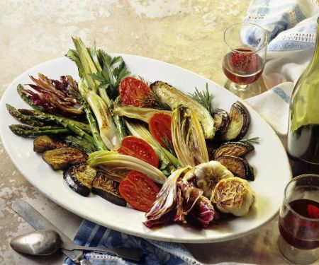 Antipasti aus gebratenem Gemüse