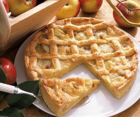 Apfel-Gitterkuchen mit Marzipan und Rosinen