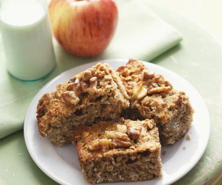 Apfel-Haferflocken-Kuchen mit Nüssen