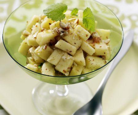 Apfel-Haselnuss-Salat mit Ahornsirup