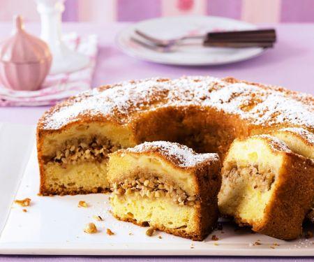 Apfel-Kranzkuchen mit Nüssen