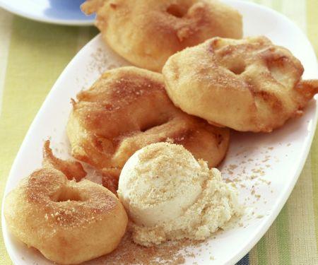 Apfelkücherl mit Vanilleeis