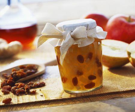 Apfelmarmelade mit Ingwer und beschwipsten Rosinen