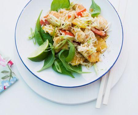 Asia-Reissalat mit Ananas und Spinat