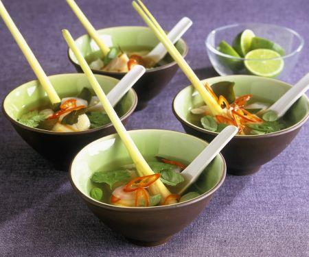Asiatische Fischsuppe