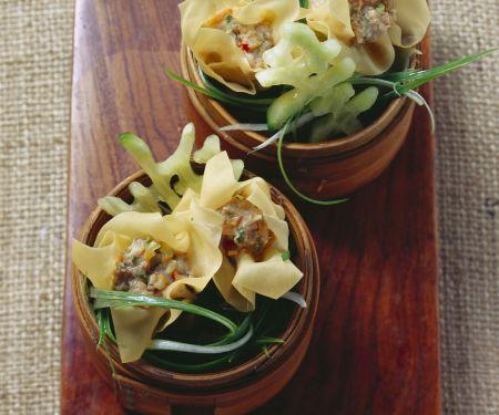 Asiatische Teigtaschen mit Schwein-Shrimps-Füllung (Dim Sum)