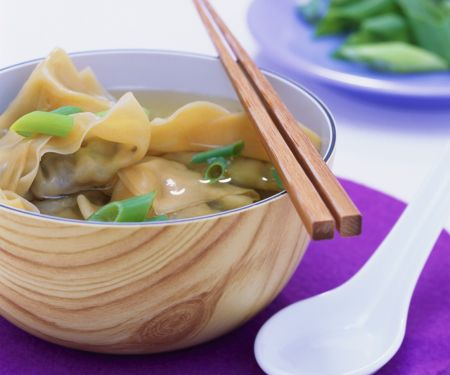 Asiatische Wan Tan-Suppe