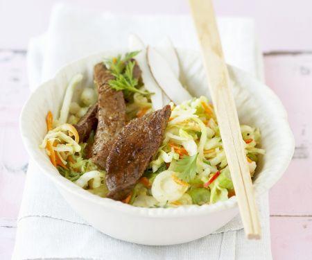 Asiatischer Krautsalat mit Steak