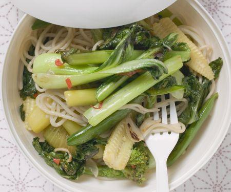 Asiatischer Nudeltopf mit Gemüse