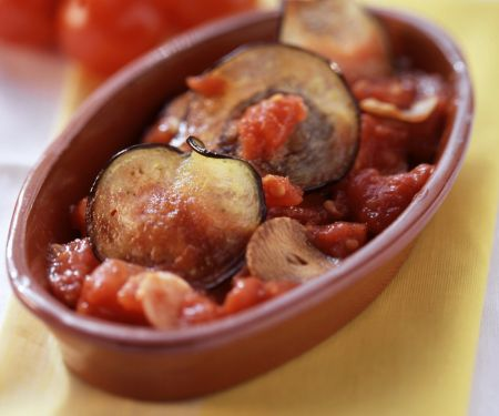 Auberginen mit Tomatensauce gebacken
