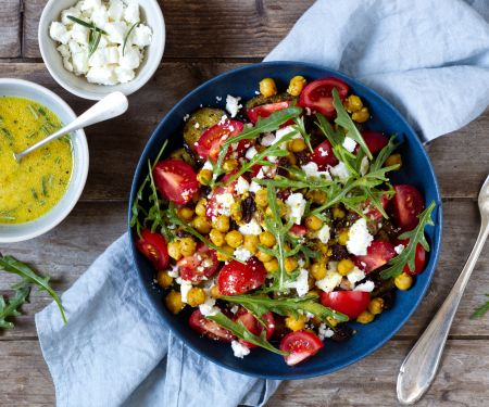 Auberginen-Tomaten-Salat mit Kichererbsen und Feta