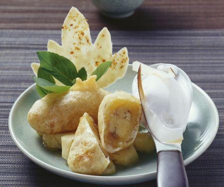 Ausgebackene Bananen mit Kokoseiscreme