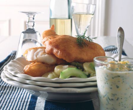 Backfisch mit Kartoffel-Gurkensalat und Remoulade
