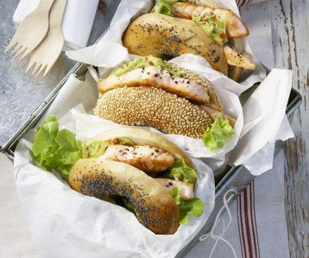 Bagel mit Lachs und Avocadocreme