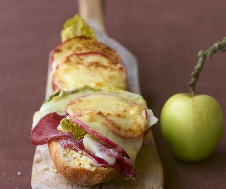 Baguette mit Raclettekäse gratiniert