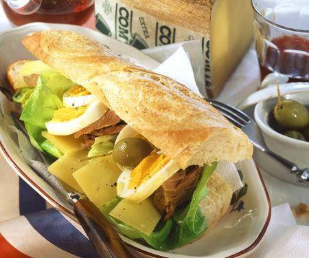Baguette-Sandwich mit Thunfisch
